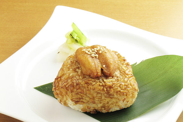 Sea urchin on grilled rice ball